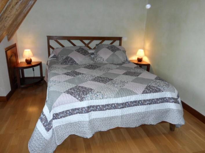 """Location de vacances - Gîte à Trezebens - 1er étage chambre """"Cynthia"""" 1 lit 2 pers."""