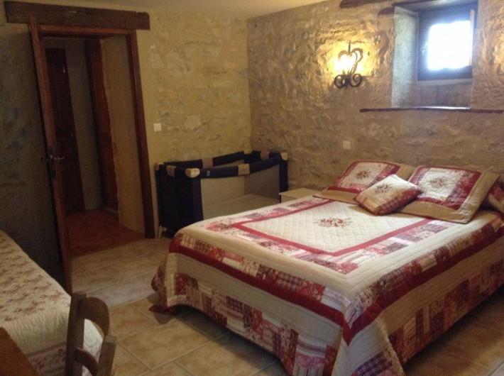 """Location de vacances - Gîte à Trezebens - rez de jardin chambre """"Sylvie"""" 1 lit 2 pers.+1 lit 1 pers."""