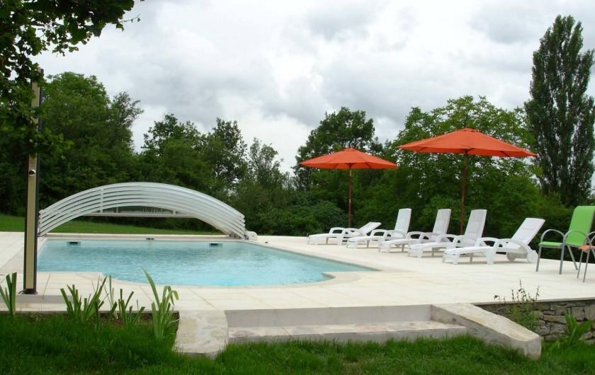 Location de vacances - Gîte à Trezebens - Piscine 5m x 10m avec auvent électrique Profondeur 0,90m puis descente en pente