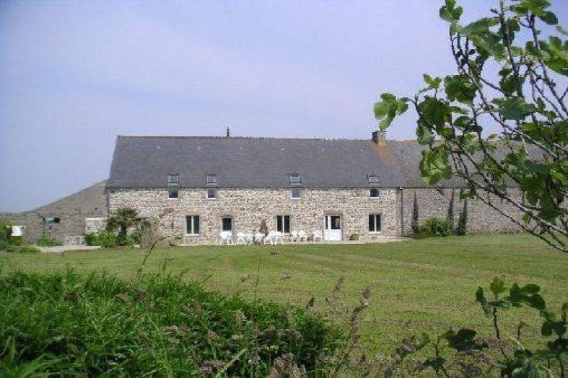 Location de vacances - Gîte à Reville - La Grange et son jardin