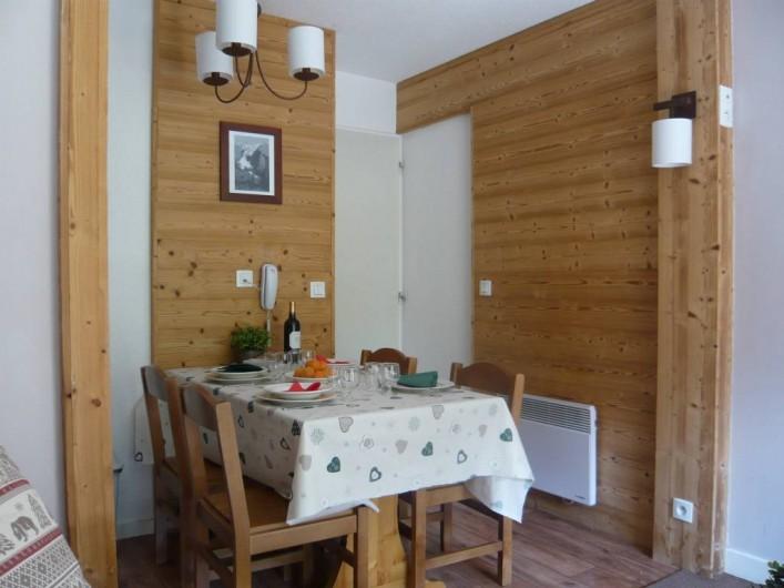 Location de vacances - Appartement à Méribel-Mottaret - Coin repas