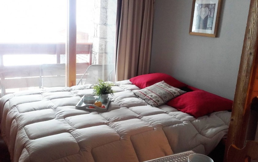 Location de vacances - Appartement à Méribel-Mottaret - coin salon lit ouvert en 160 x 200