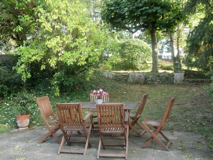 Location de vacances - Gîte à Saint-Georges-sur-Baulche - Coin repas, terrasse