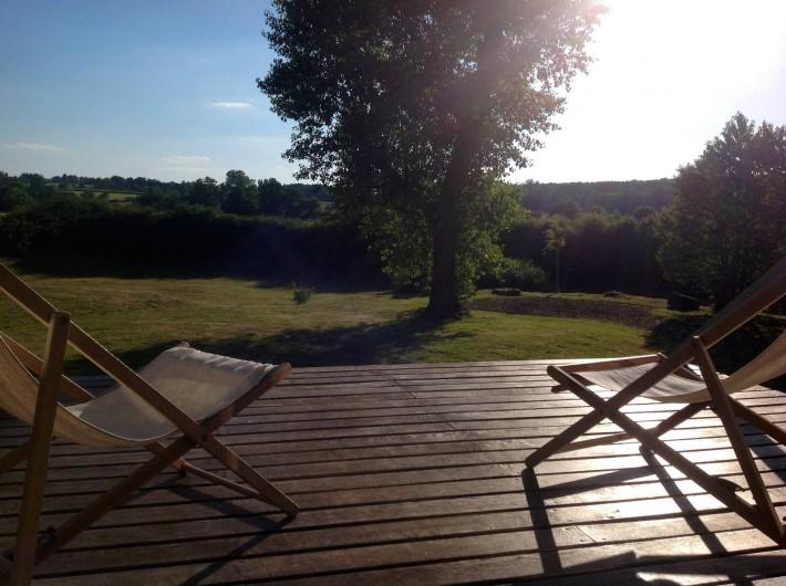 Location de vacances - Gîte à Saint-Georges-sur-Baulche - Terrasse suspendue sur la prairie
