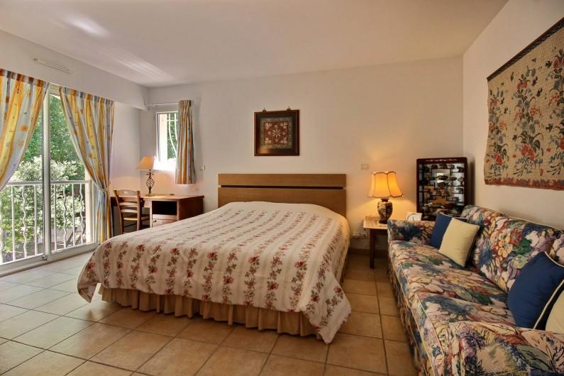 Location de vacances - Villa à Valbonne - Chambre principale à l'étage