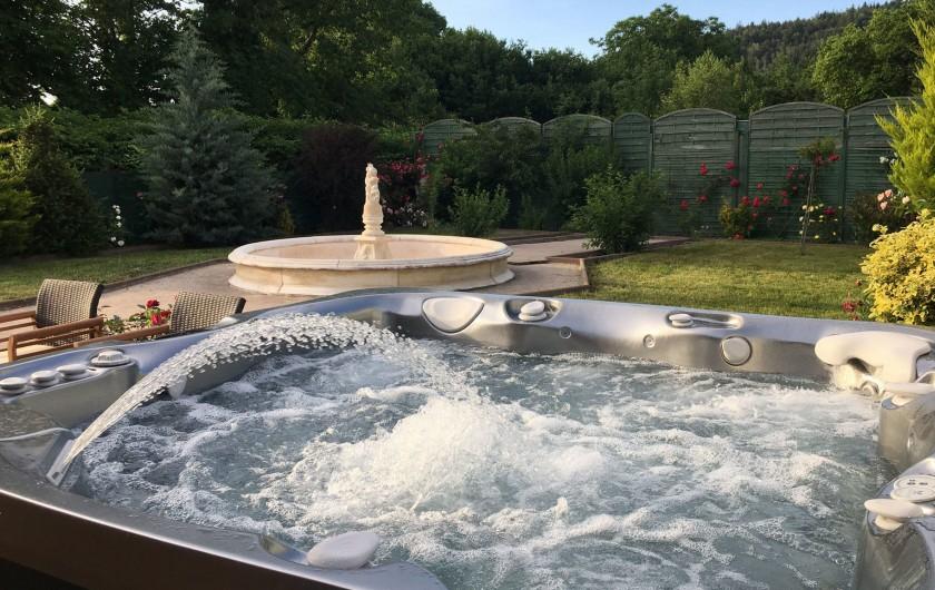 Location de vacances - Gîte à Raon-l'Étape - Vue du Jacuzzi