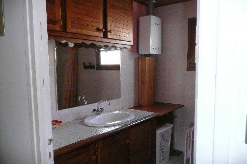 Location de vacances - Villa à La Tranche-sur-Mer - Salle de bain avec  douche wc independant
