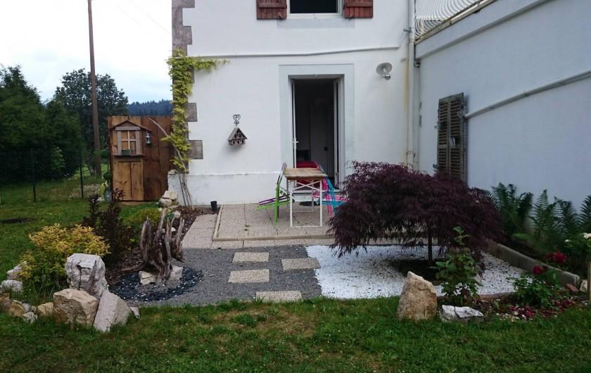Location de vacances - Appartement à Chaux-des-Prés - la terrasse .