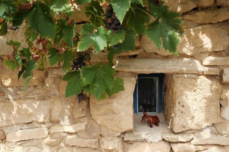 Location de vacances - Gîte à Grane - détail petite fenêtre