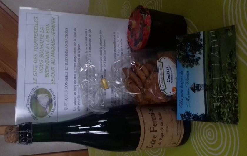 Location de vacances - Gîte à Marais-Vernier - Cadeau bienvenue:cidre local,gelée de cassis fruits du jardin,biscuits pommes