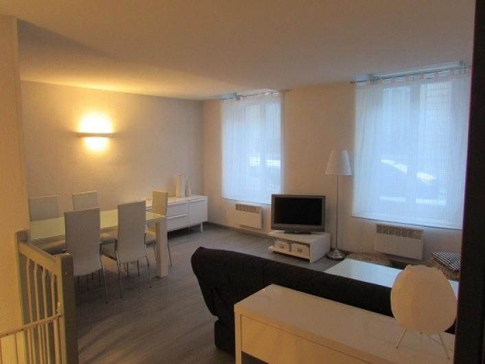 Location de vacances - Appartement à Cauterets - Entrée et Pièce à vivre au rez-de-chaussée