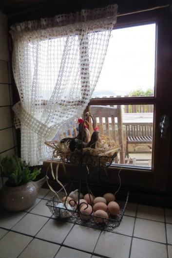 Location de vacances - Gîte à Chirassimont - Vue sur la terrasse