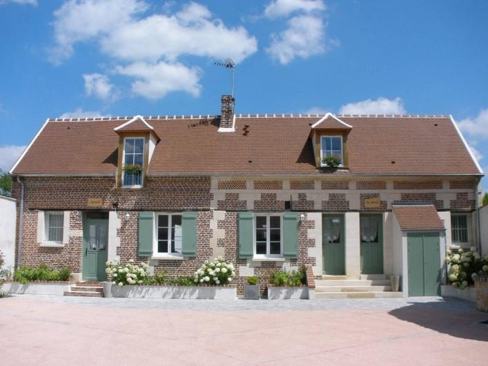 Location de vacances - Gîte à Jonquières - façade du gîte La Ferme