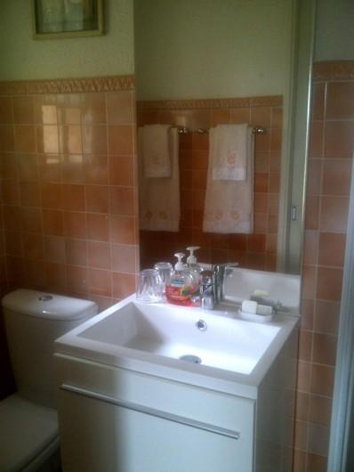 Location de vacances - Chambre d'hôtes à Ramatuelle - Salle de bain 1° étage