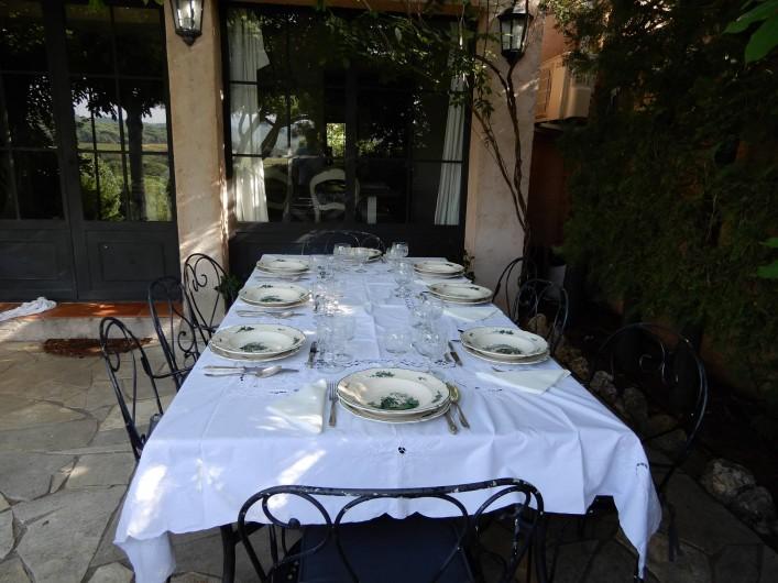 Location de vacances - Chambre d'hôtes à Ramatuelle - Table a manger Terrasse
