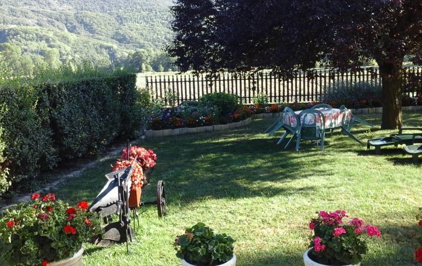 Location de vacances - Appartement à Avançon - pelouse