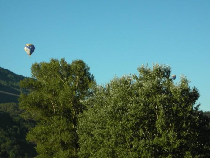 Location de vacances - Appartement à Avançon - balade en montgolfiére