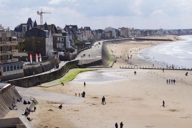 Location de vacances - Appartement à Saint-Malo - Plage et promenade du Sillon