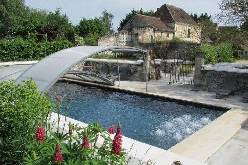 Maison De Famille En Val De Loire Avec Superbe Jardin Et Piscine