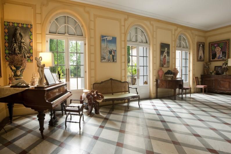 Location de vacances - Chambre d'hôtes à Béziers - Hall d'entrée, les portes du jardin.