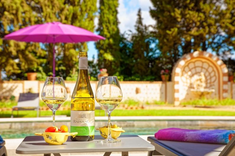 Location de vacances - Chambre d'hôtes à Béziers - Détente à la piscine