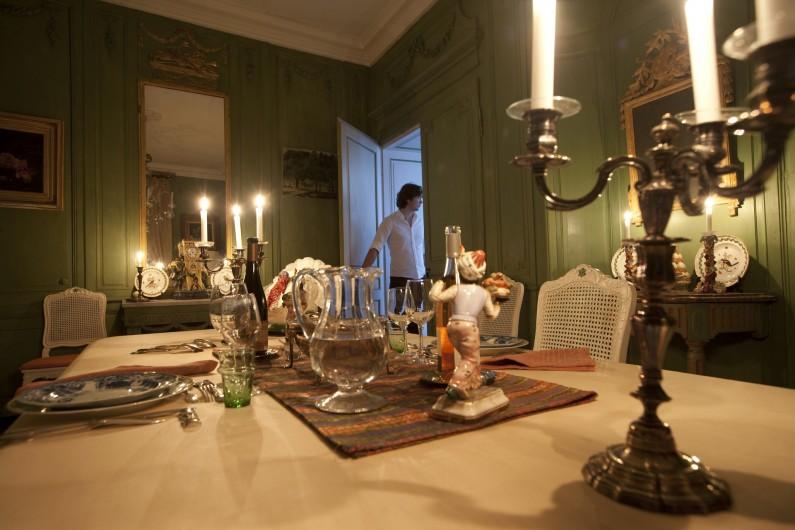 Location de vacances - Chambre d'hôtes à Béziers - Salle a manger pour un dîner plein de charme.