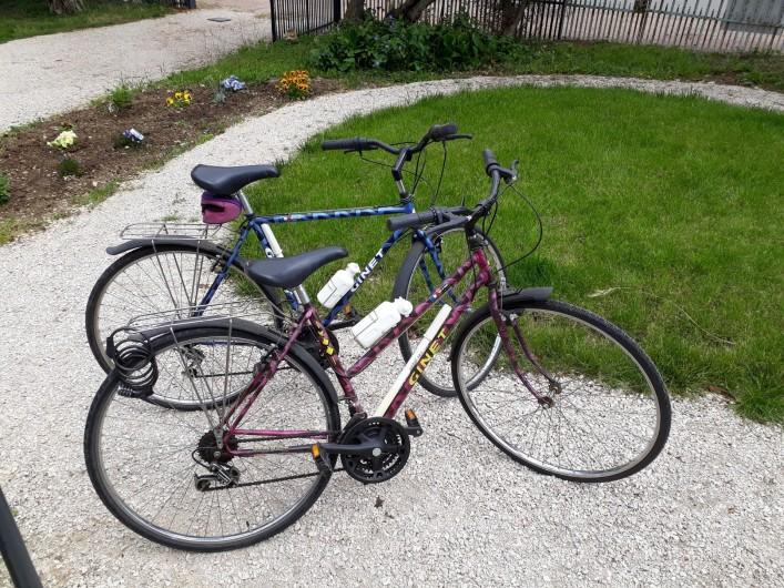 Location de vacances - Villa à Vosne-Romanée - Jardin et 2 vélos sur les 4 prêtés