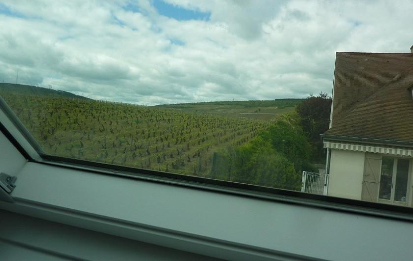 Location de vacances - Villa à Vosne-Romanée - Vue sur la vigne par le vélux chambre du haut