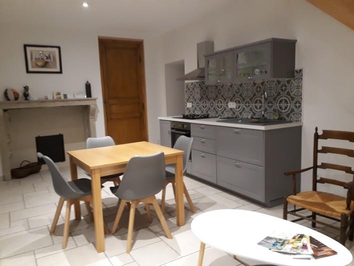 Location de vacances - Villa à Vosne-Romanée - Espace cuisine attenant au coin salon