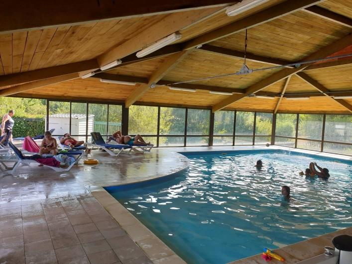 Location de vacances - Camping à Pressignac - Piscine couverte