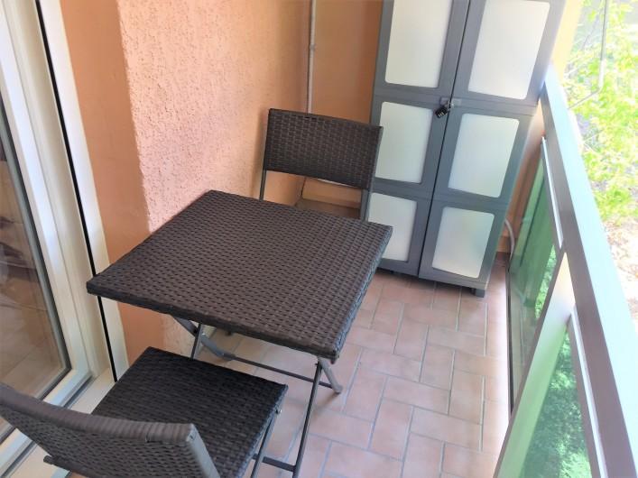 Location de vacances - Studio à Bormes-les-Mimosas - balcon vue sur parc