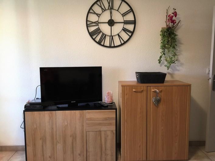 Location de vacances - Studio à Bormes-les-Mimosas - TV écran  80 cm