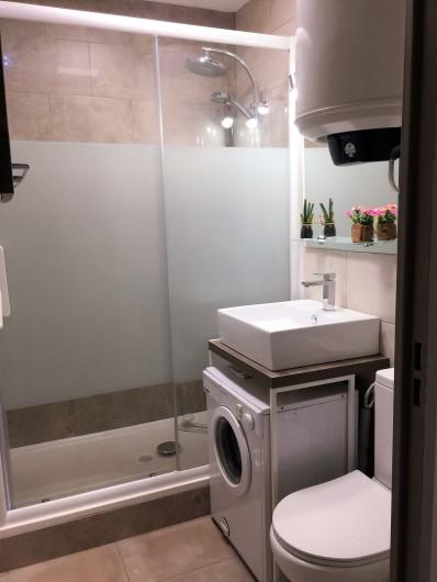 Location de vacances - Studio à Bormes-les-Mimosas - SDB Petite machine à laver
