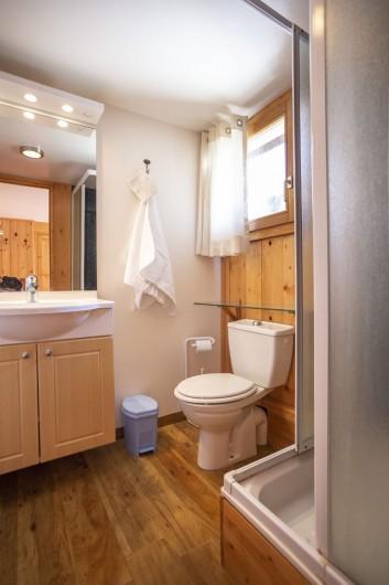Location de vacances - Chalet à Bourg-Saint-Maurice - Salle de douche chambre 2