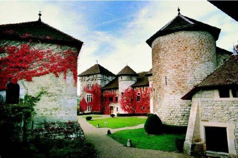 Appartement au ch teau de thorens proche d 39 annecy en for Jardin du chateau annecy