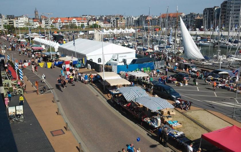 Location de vacances - Appartement à Blankenberge - vue de gauche sur le port