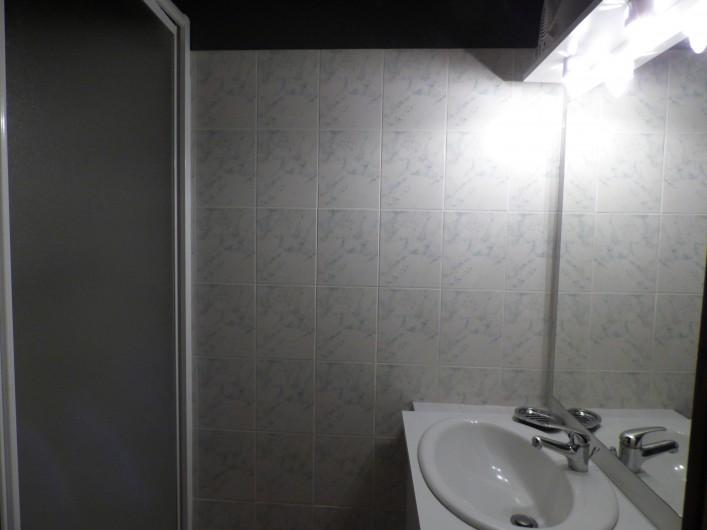 Location de vacances - Gîte à Saint-Étienne-de-Carlat - Cuisine de  12 M2