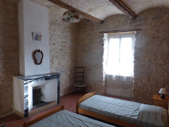 Location de vacances - Mas à Saint-Maurice-de-Cazevieille - Chambre 2 / 3 lits simples