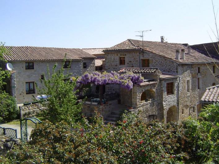Location de vacances - Chambre d'hôtes à Chassagnes - Maison d'hôtes  LES FIGUIERS