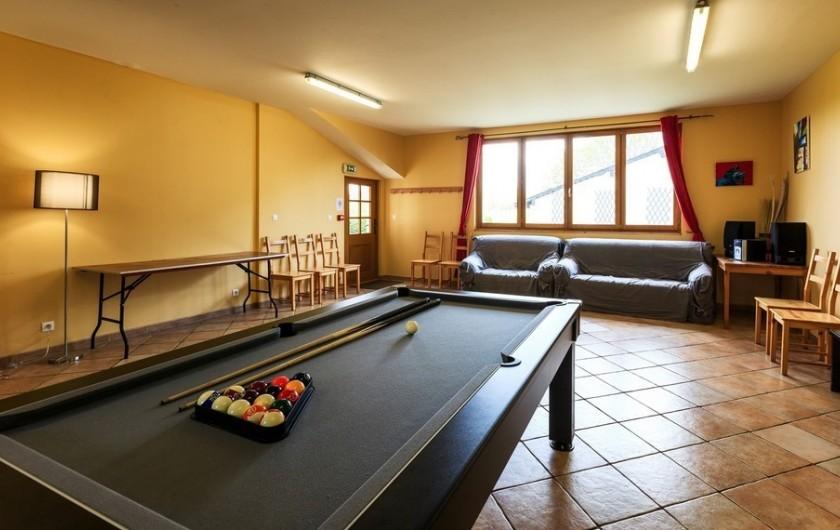Location de vacances - Chambre d'hôtes à Tauves - Salle d'activités avec billard et baby foot