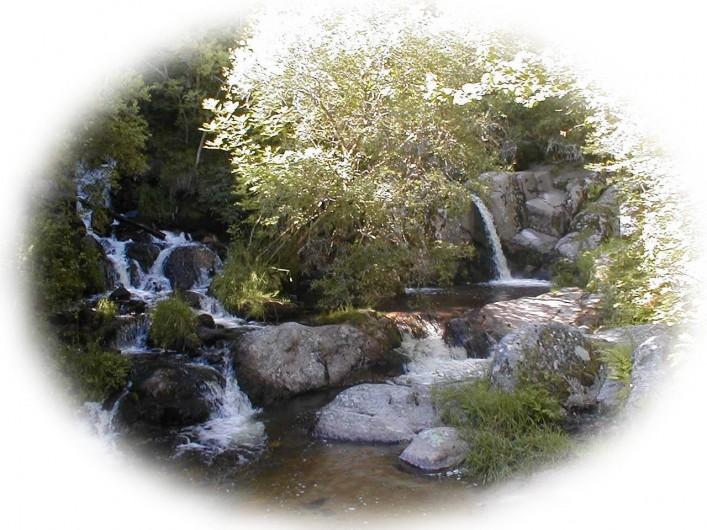 Location de vacances - Chalet à Blavignac - De magnifiques cascades!