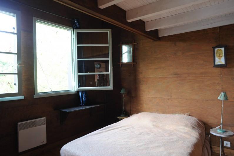 Location de vacances - Chalet à Le Cap Ferret - Grande chambre du haut .