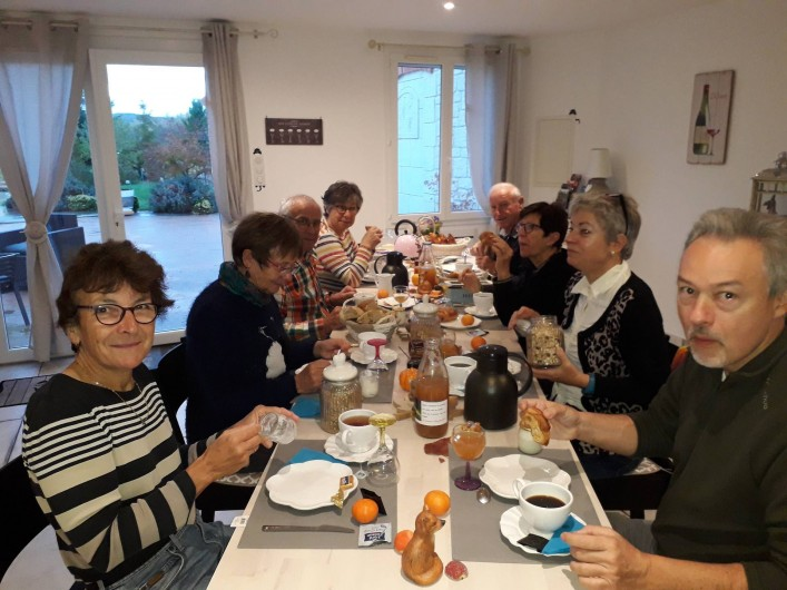 Location de vacances - Chambre d'hôtes à Castelnau-de-Montmiral - table d'hôtes et petit déjeuner entre les marcheurs