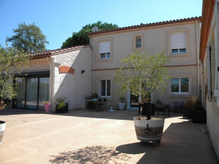 Location de vacances - Chambre d'hôtes à Castelnau-de-Montmiral - une partie de notre demeure avec les chambres et gîte