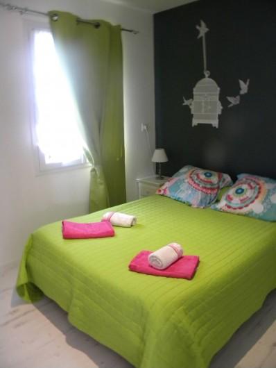 Location de vacances - Chambre d'hôtes à Castelnau-de-Montmiral - une des chambres du gîte