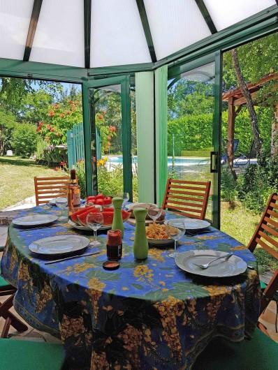 Location de vacances - Gîte à Issac - déjeuner dans la véranda