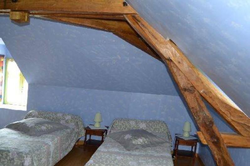 Location de vacances - Gîte à Saint-Rémy-la-Varenne - Chambre coté sud 3x90 + 1 lit bébé