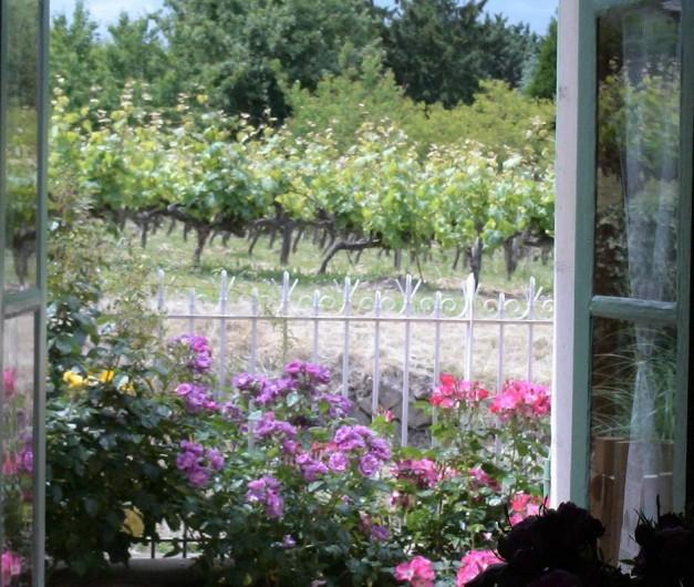Location de vacances - Gîte à Saint-Rémy-la-Varenne - fenêtre sur roses