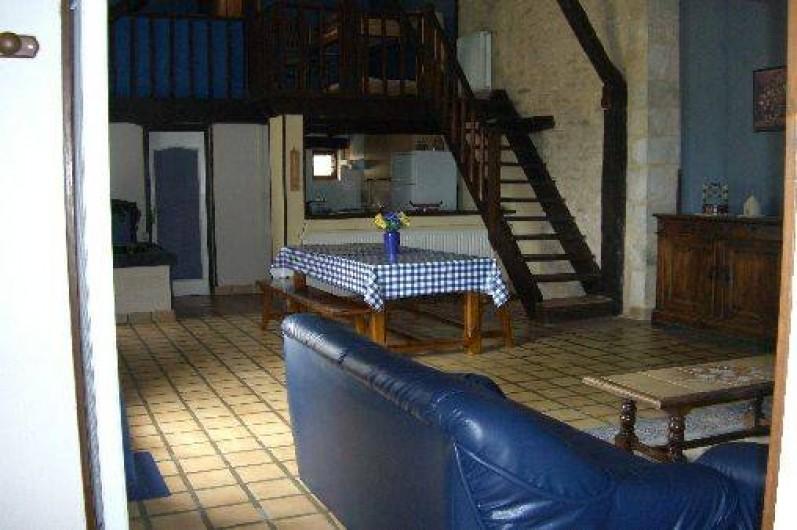 Location de vacances - Gîte à Saint-Pantaly-d'Ans - Coin salle à manger