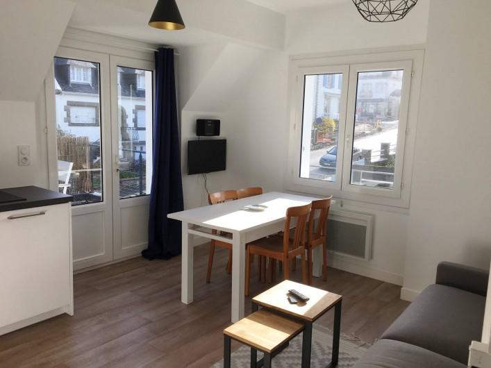 Location de vacances - Appartement à Bénodet - Coin repas appartement 6 personnes avec terrasse privée Le Hook